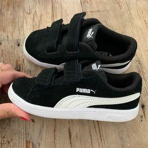 Toddler unisex black suede Puma shoes sz10